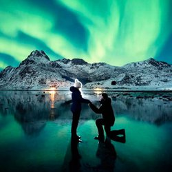 Photographer Delivers Spectacular Northern Lights Marriage Proposal — on His Second Try
